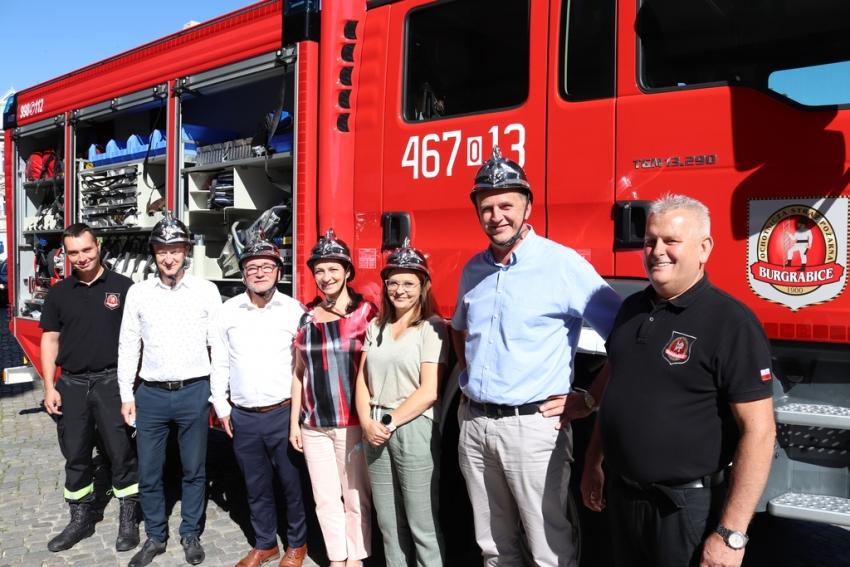 Strażacy z OSP Burgrabice otrzymali nowy wóz bojowy