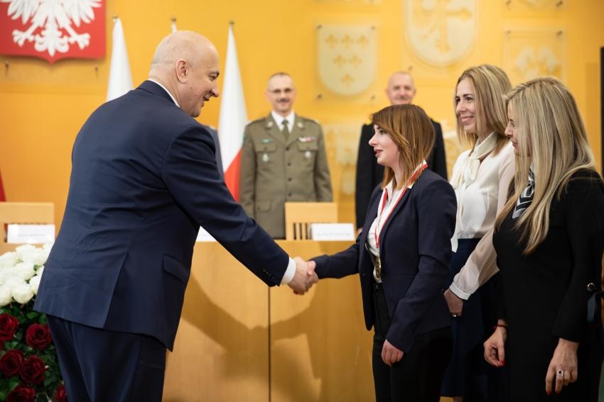 17-latka z Jasienicy Górnej otrzymała medal od ministra